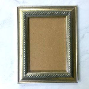 🌺4 Items 25$🌺 Gold Picture Frame w Border